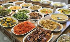 Healthy and nutritious Oriental vegetarian buffet meal.